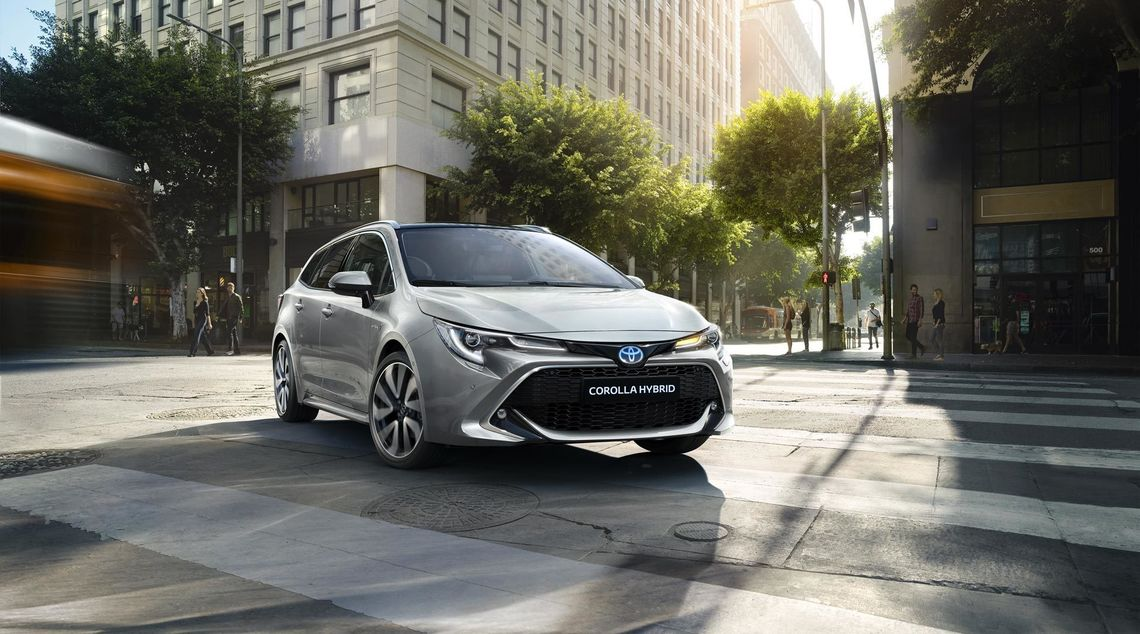 toyota corolla touring sports 2019 gallery 03 full tcm 3039 1553854